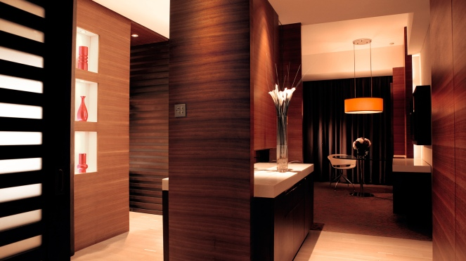 tlxtd-rooms-grand-room-entrance-1680-945